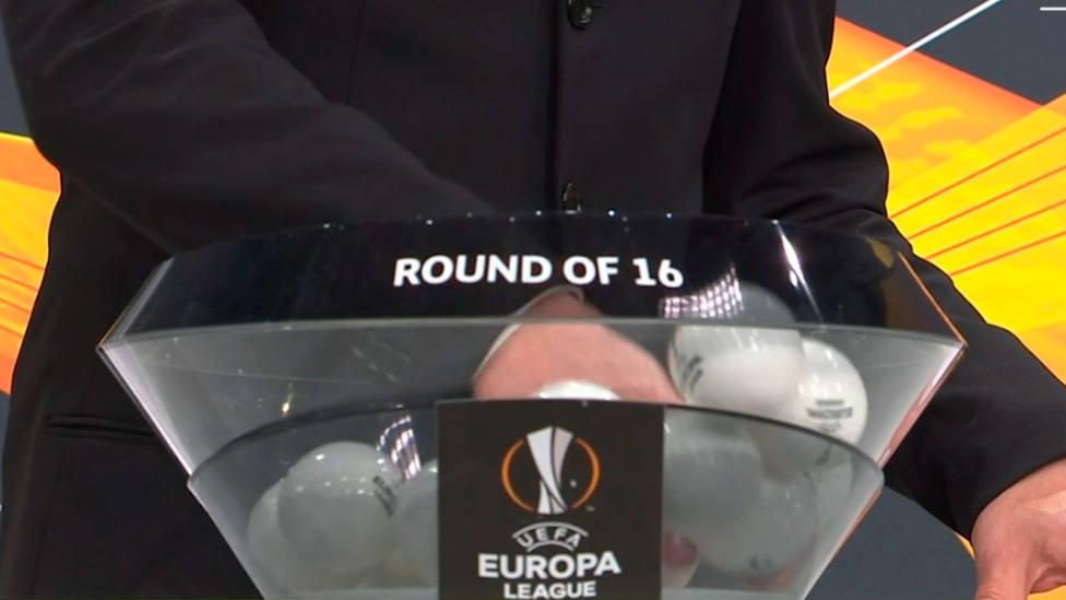 Imagen del sorteo de octavos de final de la UEFA Europa League