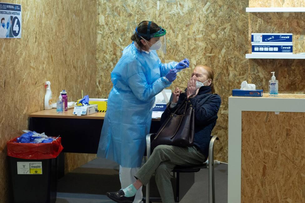 Suben los fallecidos en Madrid pero se reducen los contagios y la presión hospitalaria