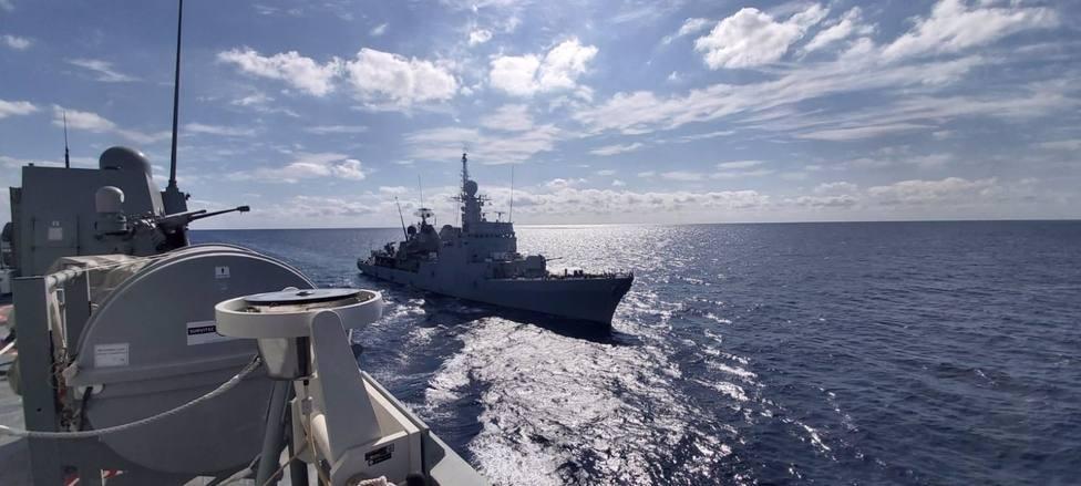 El patrullero de la Armada Infanta Cristina hace escala en el Puerto de Almería