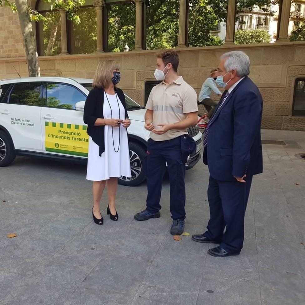 La presidenta de la Diputación de Barcelona, Núria Marín, y el diputado de Movilidad, Espacios Naturales