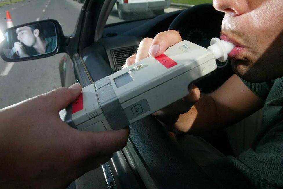 Un conductor es sometido a la prueba de alcoholemia