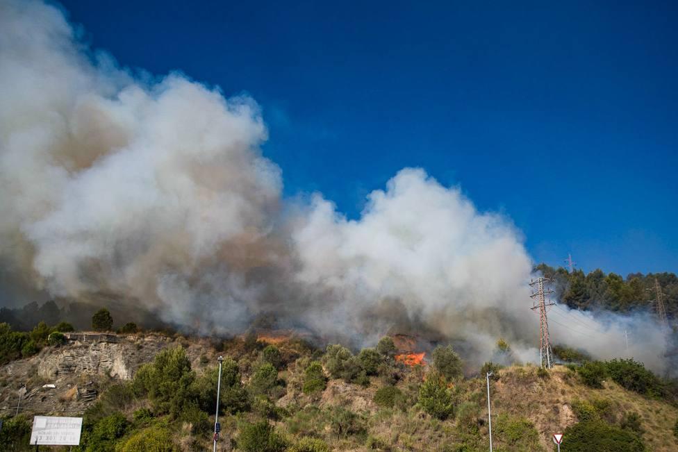 Controlado el incendio de Castellví de Rosanes y Martorell (Barcelona)