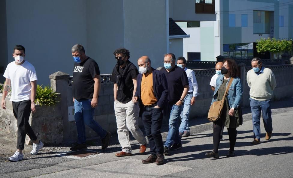 El diputado Néstor Rego y otros políticos nacionalistas visitan la carretera N-642 a su paso por Cangas de Foz