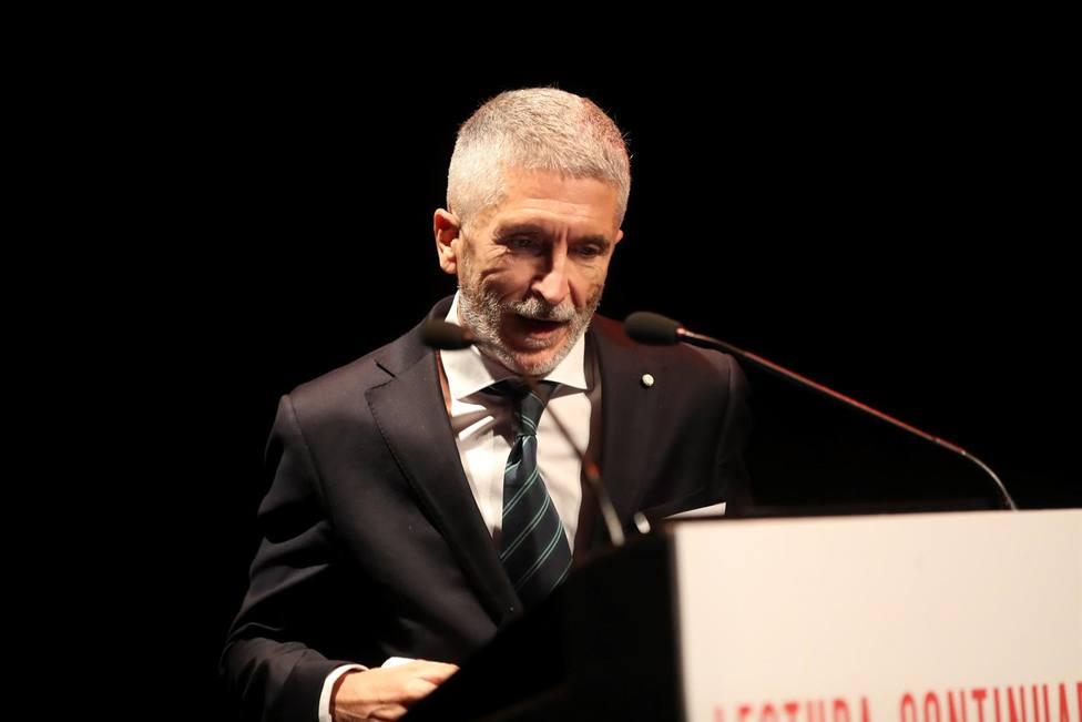 Marlaska negocia con la Generalitat ampliar la plantilla de los Mossos