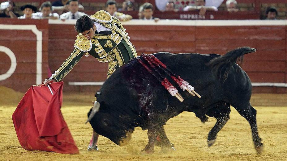 Natural de Miguel Ángel Perera durante su actuación este viernes en La Merced de Huelva