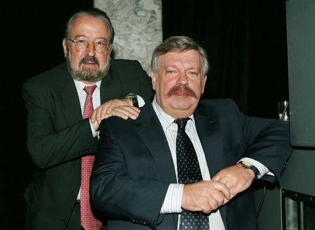 Los presentadores Jose Ramón Pardo (izda), y José María Iñigo