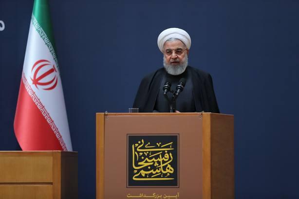 Rohani anuncia la próxima puesta en órbita de dos satélites iraníes