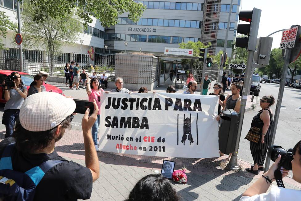 Absuelto el médico acusado de la muerte en 2011 de Samba Martine en el CIE de Aluche (Madrid)