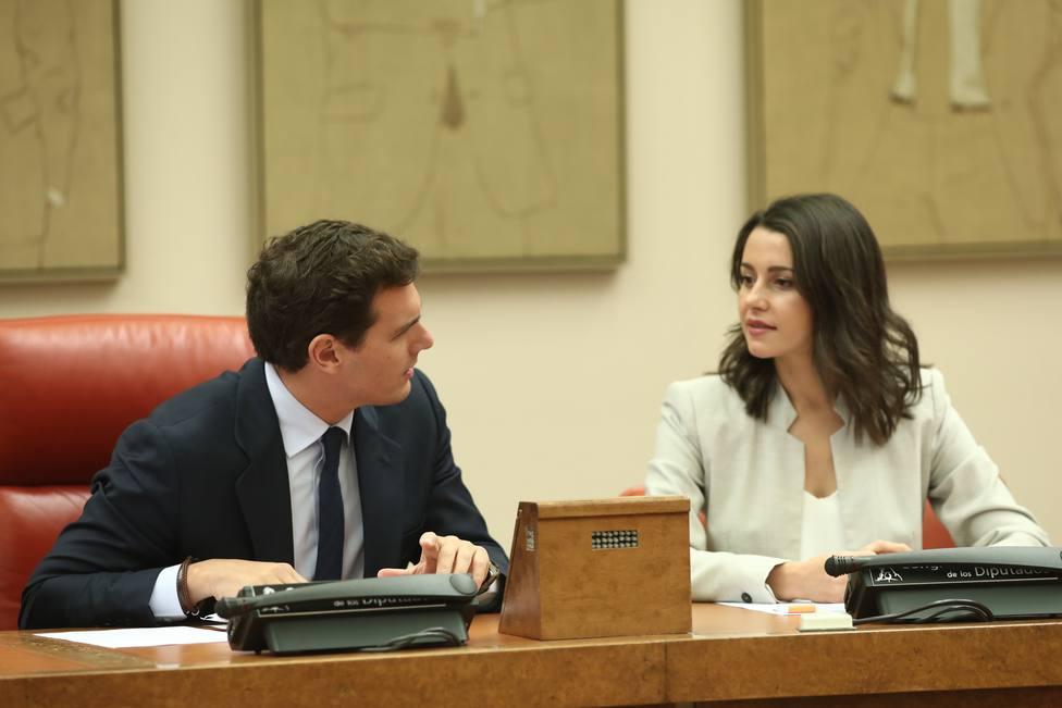 Ciudadanos y Vox no se cierran a acudir al acto del PP sobre la unidad nacional, pero rechazan una alianza electoral