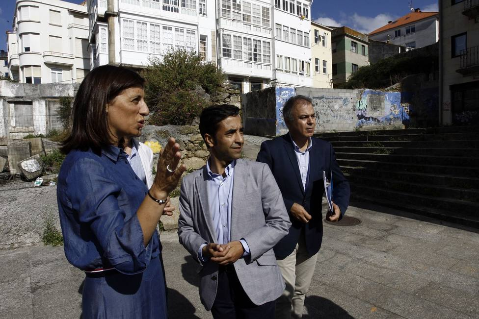 Visita de Ángeles Vázquez al barrio de Ferrol Vello - FOTO: Kiko Delgado