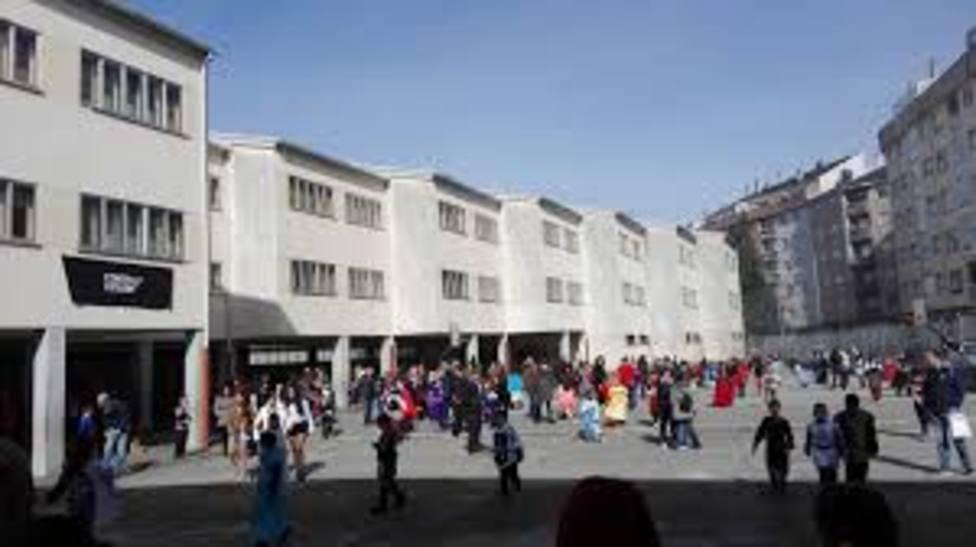Los profesores suspenden las clases en el colegio apuntalado de Sarria