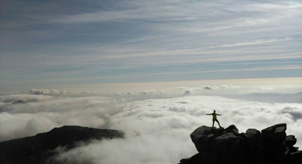 Mar de nubes bajo las cumbres del Parque Nacional