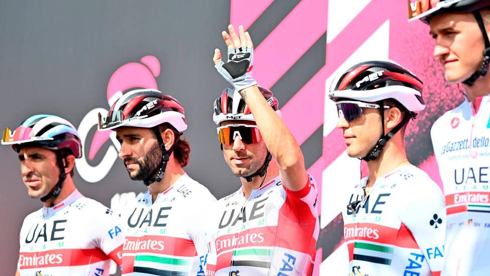 Diego Ulissi, junto a compañeros del UAE Team, en la segunda etapa del Giro de Italia. CORDONPRESS