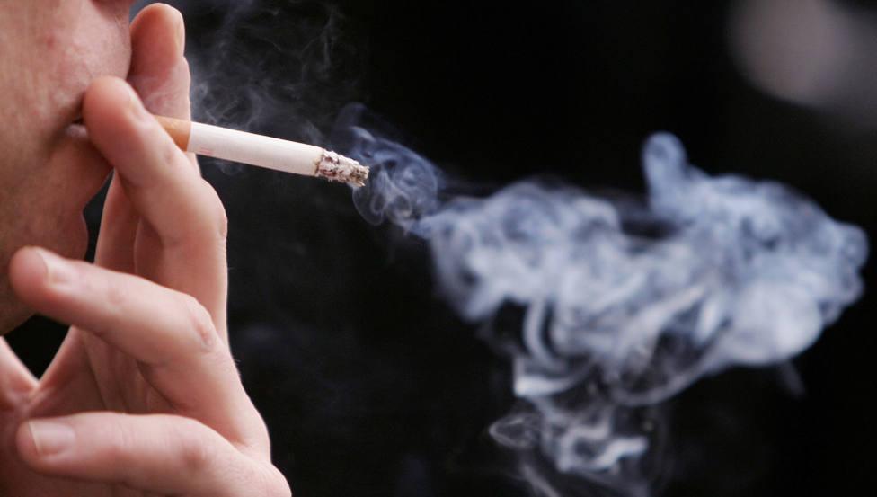 Denunciados tres locales de hostelería en Lugo por permitir fumar a clientes en su interior