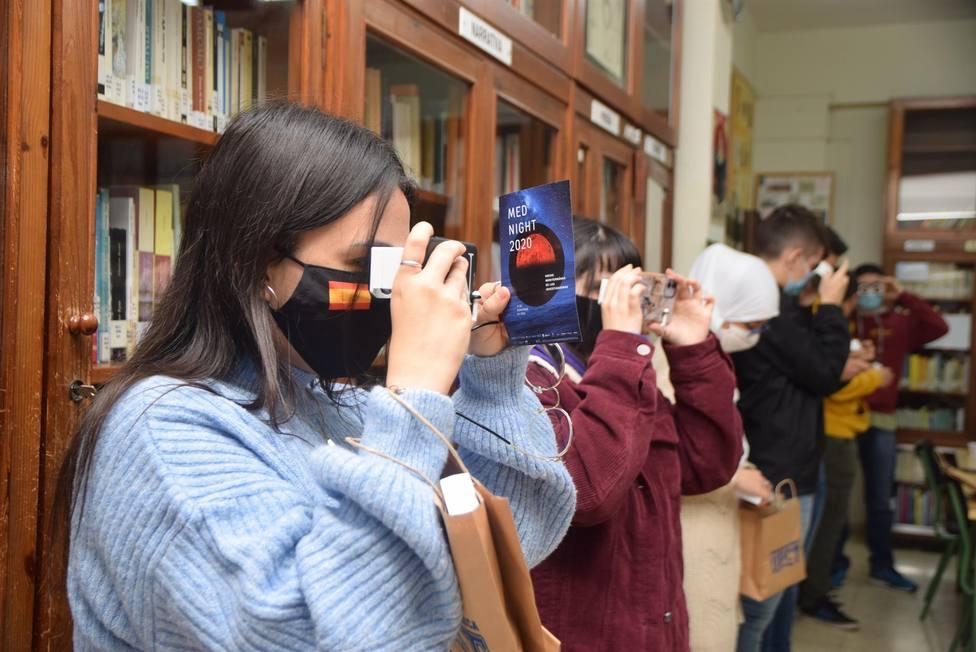 La UPCT reparte gafas de visión 360 y 3D en IES de Cartagena para divulgar y concienciar a través de una app