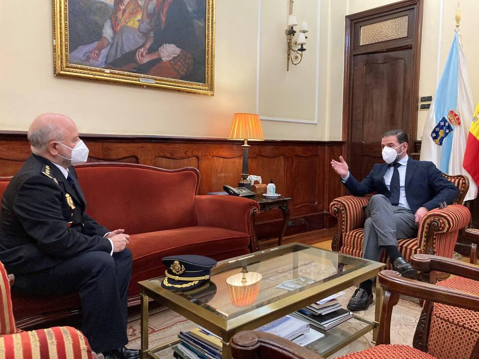 El nuevo comisario, Carlos Soria, con el alcalde de Ferrol en su despacho - FOTO: Concello de Ferrol