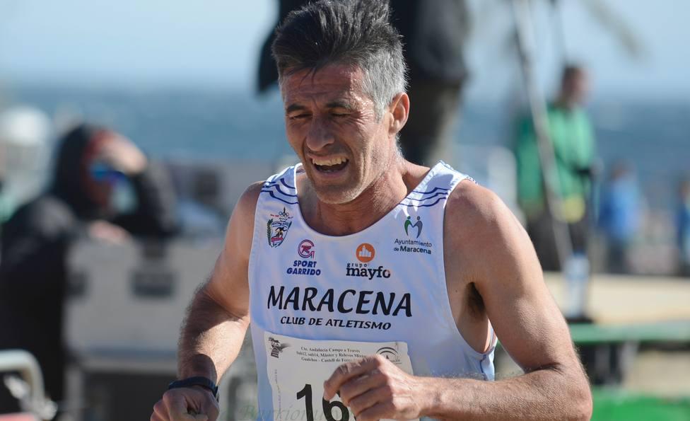 Los atletas José Abarca, Claudia Martín y José Miguel Ruiz participan el Nacional máster de cross