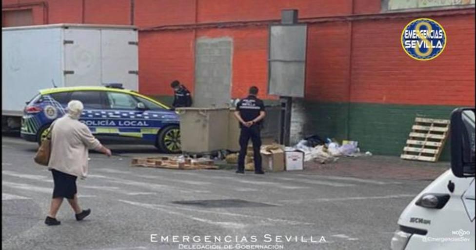 Denunciados dos hombres que recogían de la basura bolsas de caracoles en mal estado y los ponían a la venta