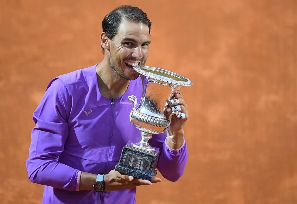Nadal derrota a Djokovic y ejerce de emperador de la tierra con su décimo título en Roma