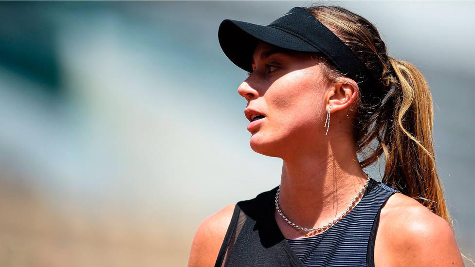 Paula Badosa, con gesto serio, en Roland Garros. CORDONPRESS