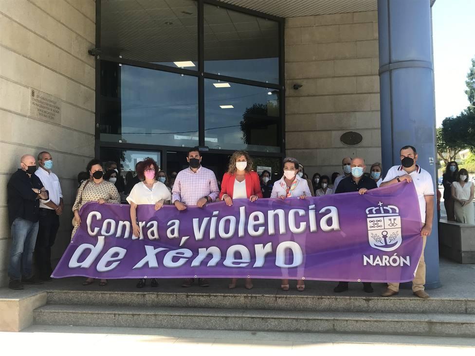 La concentración contra la violencia de género también se secundó en Narón. FOTO: Concello Narón