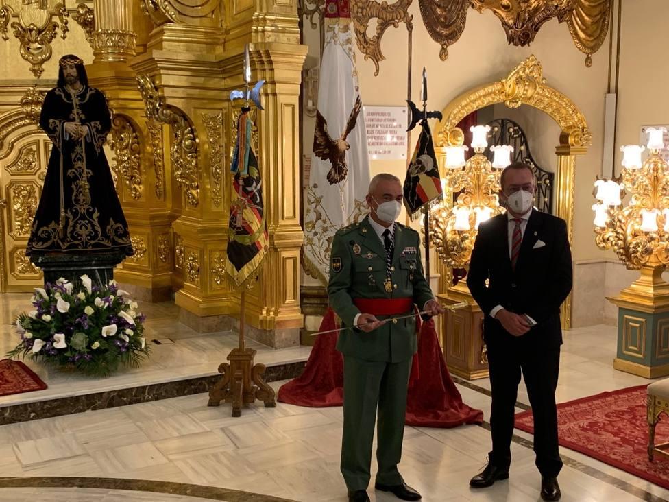 Paso Blanco regala a D. Melchor Marín Elvira sable de General Jefe de Brigada Rey Alfonso XIII de la Legión
