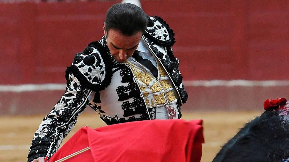 Enrique Ponce durante su última actuación antes de la retirada el pasado domingo en León