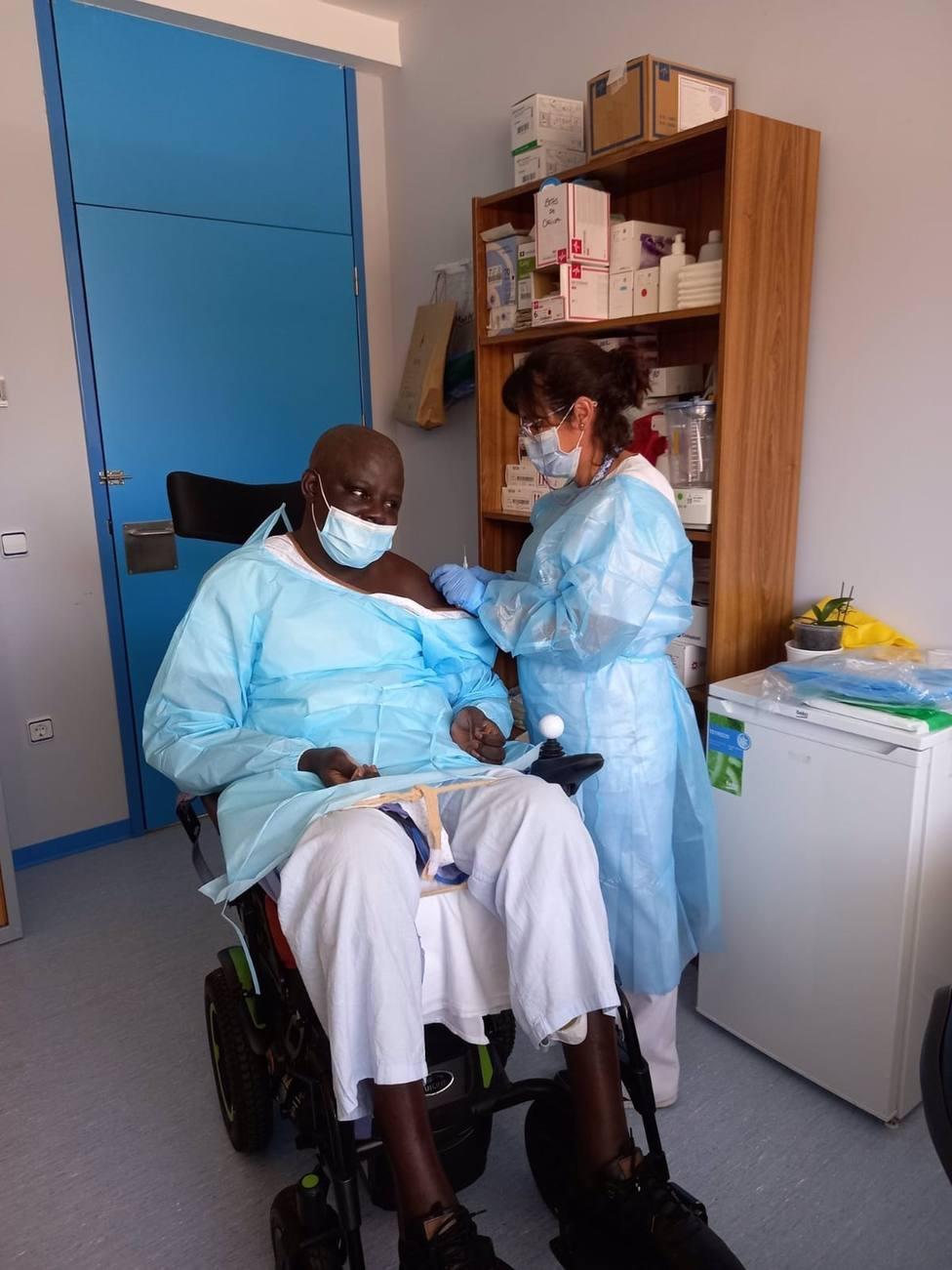 Un equipo multidisciplinar del Hospital Virgen de las Nieves de Granada logra salvar la vida a un paciente senegalés residente en Almería tratado durante dos años de una grave lesión medular