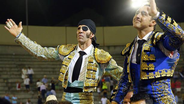Juan José Padilla y El Fandi en su salida a hombros este sábado en San Sebastián de los Reyes