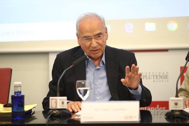 Alfonso Guerra critica a Sánchez, Casado, Iglesias y Rivera: Se sienten Adán: el mundo empezó con ellos