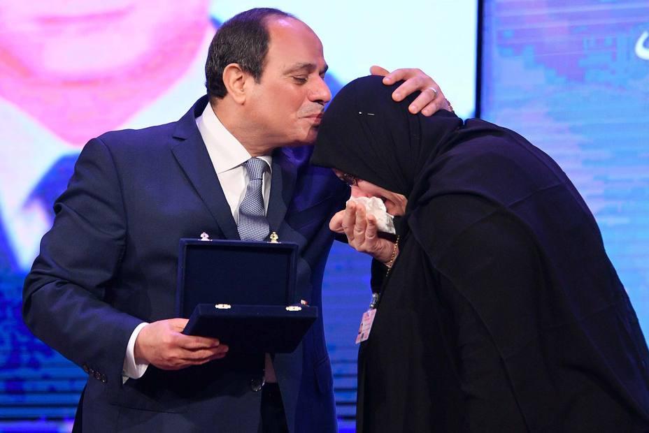El Parlamento egipcio debate la prórroga del mandato presidencial