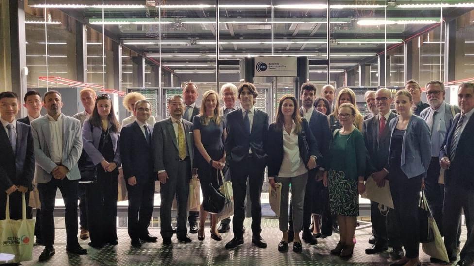 Cónsules e investigadores potencian en Barcelona la cooperación en ciencia y tecnología