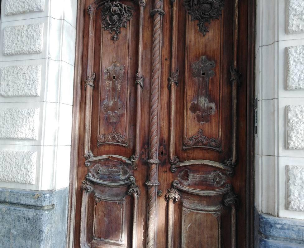 Investigan el robo de piezas históricas de la puerta de la Casa Maestre