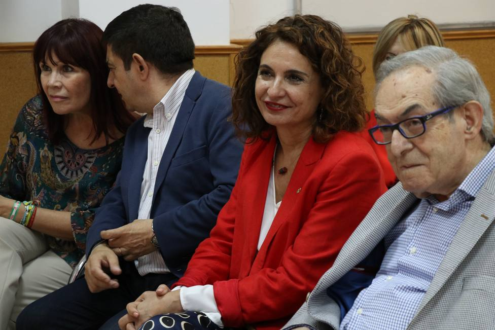La ministra Montero critica que Podemos está enrocado y le pide hablar de políticas y no de políticos