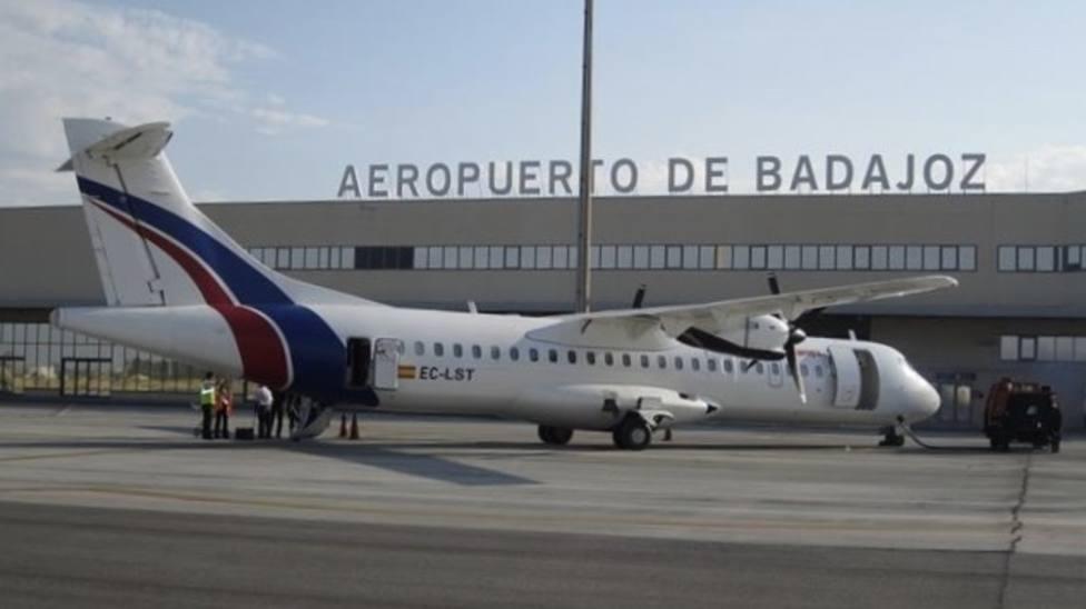 Los vuelos directos a Tenerife desde el Aeropuerto de Badajoz llegan este martes