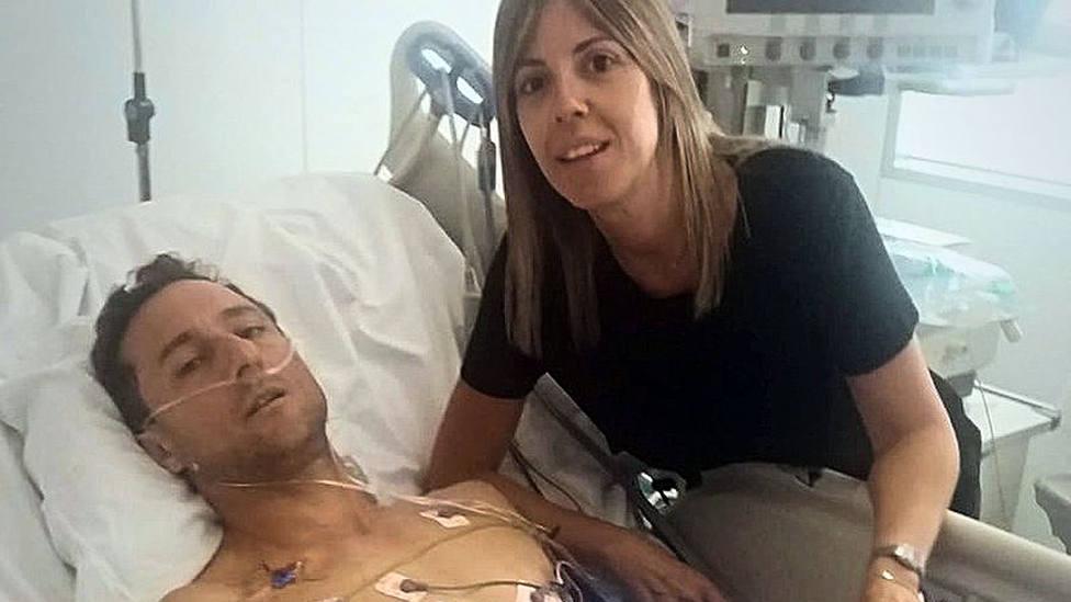 Rafaelillo junto a su mujer en el Complejo Hospitalario de Navarra