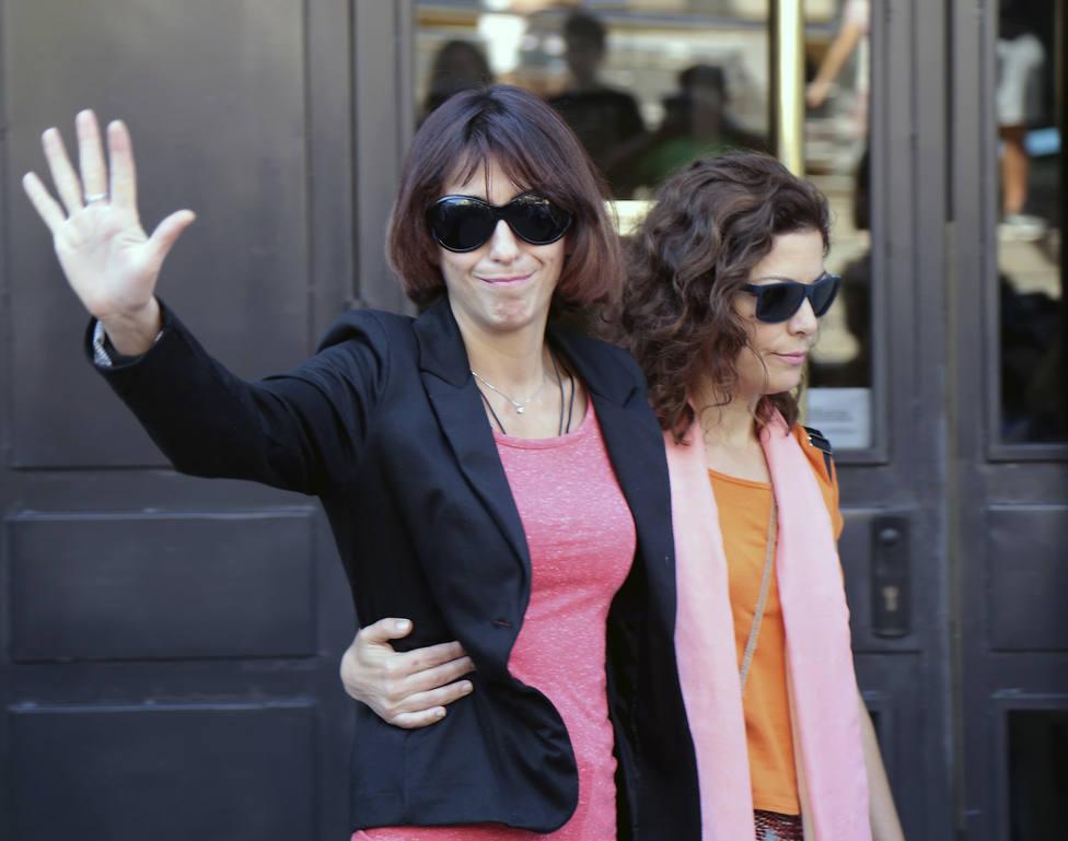 Juana Rivas entrega a sus hijos al padre tras pasar unos días en España