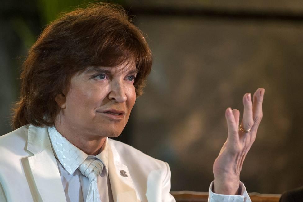Juanma Moreno lamenta la muerte de Camilo Sesto, autor de grandes éxitos cuyo legado musical perdurará siempre