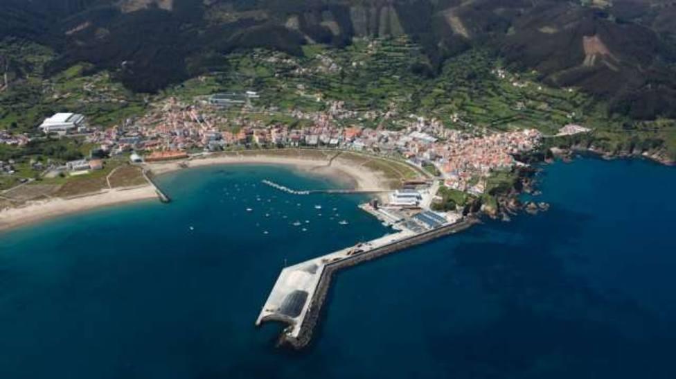 Imagen aérea del concello de Cariño con su puerto a la cabeza