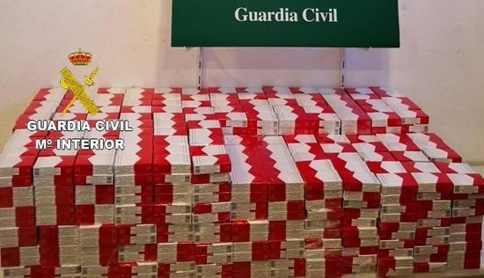 La Guardia Civil interviene 2.180 cajas de tabaco de contrabando en la Junquera