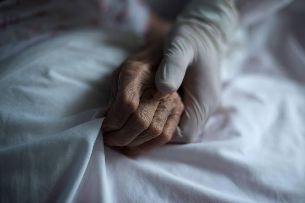 Madrid mandó por error protocolo contrario a derivar ancianos a hospitales
