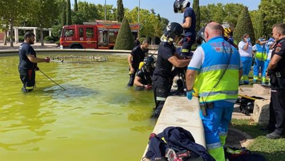 Muere ahogado un adolescente al ser succionado por una tubería de una fuente ornamental