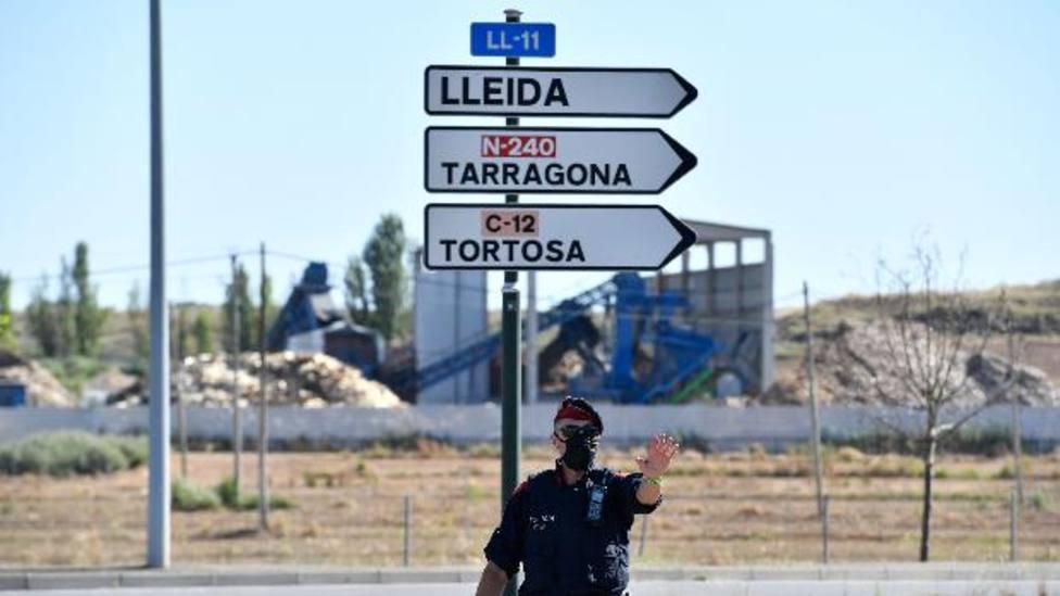 Control de lo Mossos en uno de los accesos a Lérida - AFP