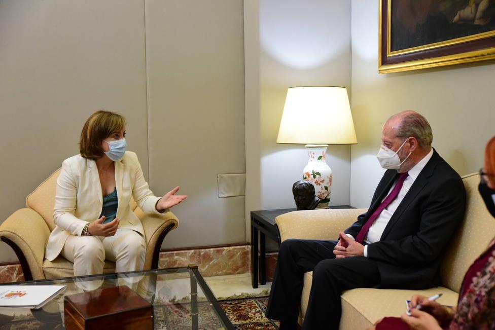 Delegada del Gobierno y el presidente de la FAMP