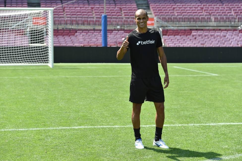 Rivaldo: Depay está bien, pero el Barcelona tardará mucho en olvidar a Suárez