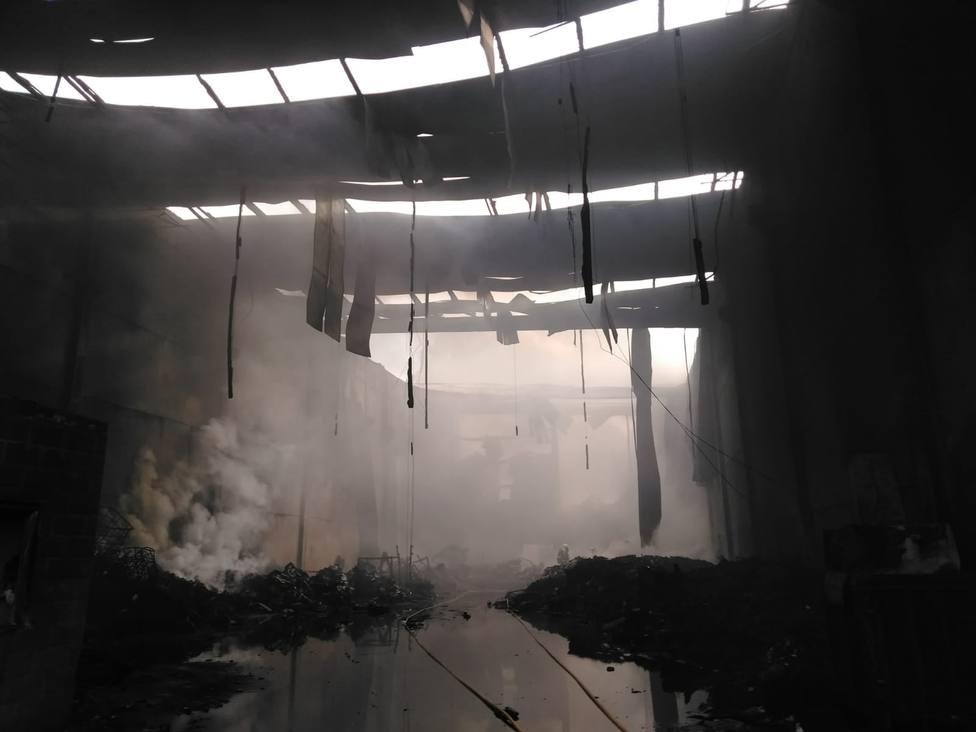 La nave ha quedado completamente destrozada - FOTO: Concello de Fene