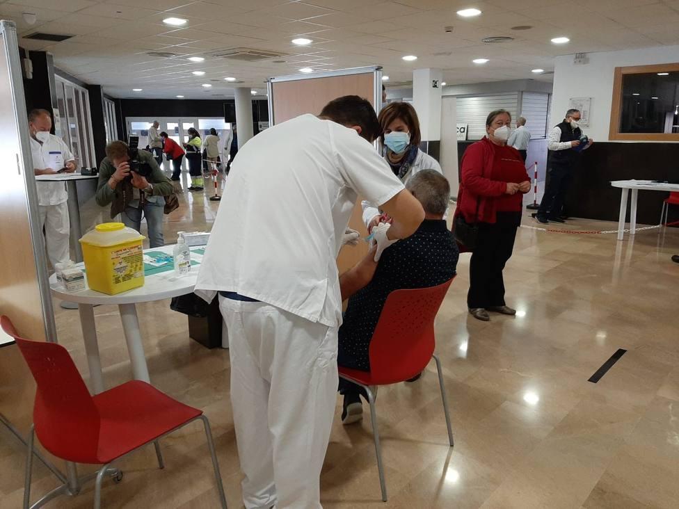 Comienza la vacunación en Lorca de 2.400 personas de entre 70 y 79 años de toda la comarca