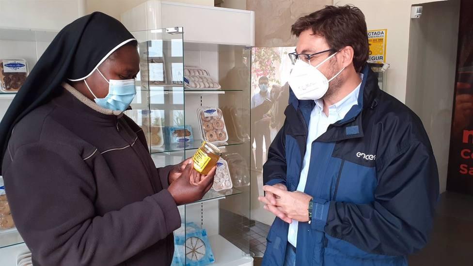 Una iniciativa permite crear colmenas inteligentes que producen miel solar