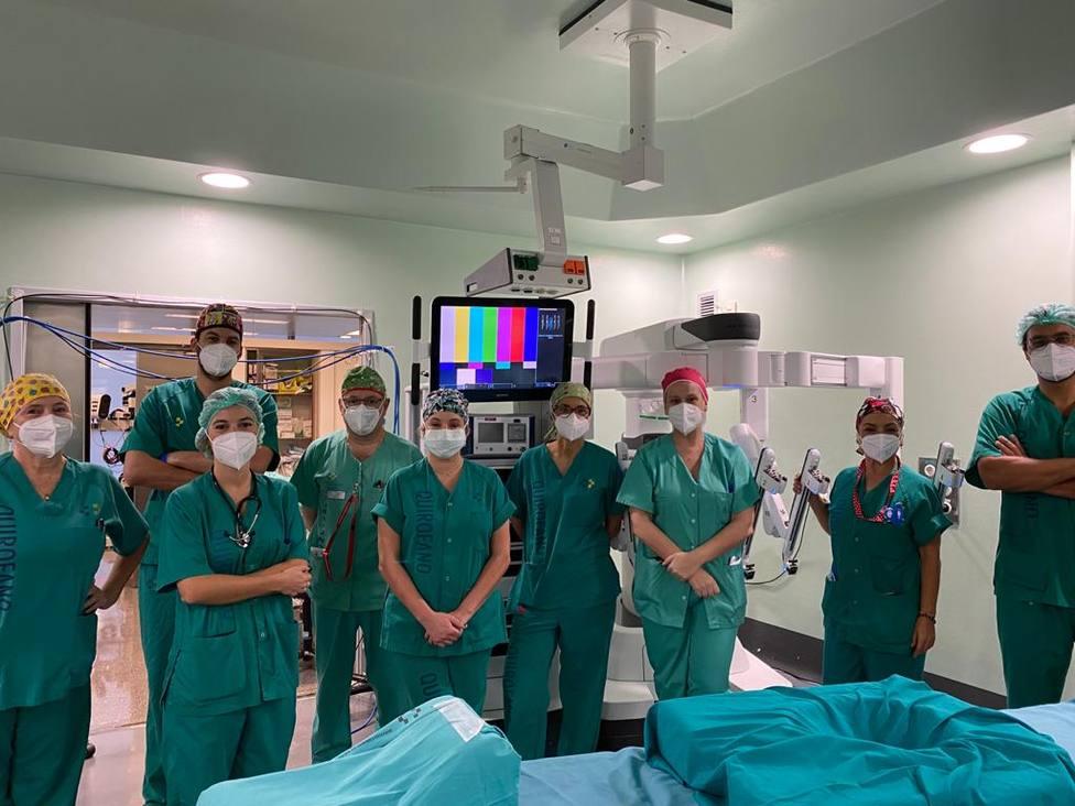 El Hospital Doctor Negrín realiza las primeras cirugías robóticas para el cáncer de esófago