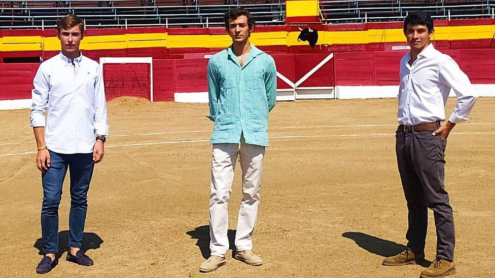 Jesús García, Álvaro Burdiel e Isaac Fonseca en la plaza de toros de Cadalso de los Vidrios